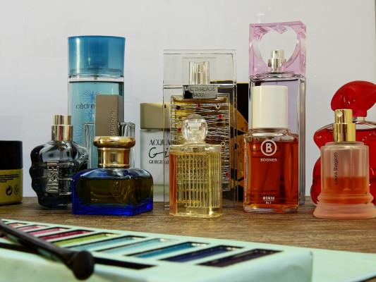 Opbrengsten distributeur parfums onbelast?